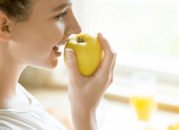 Alimentação pode ajudar sua saúde mental? Descubra agora!